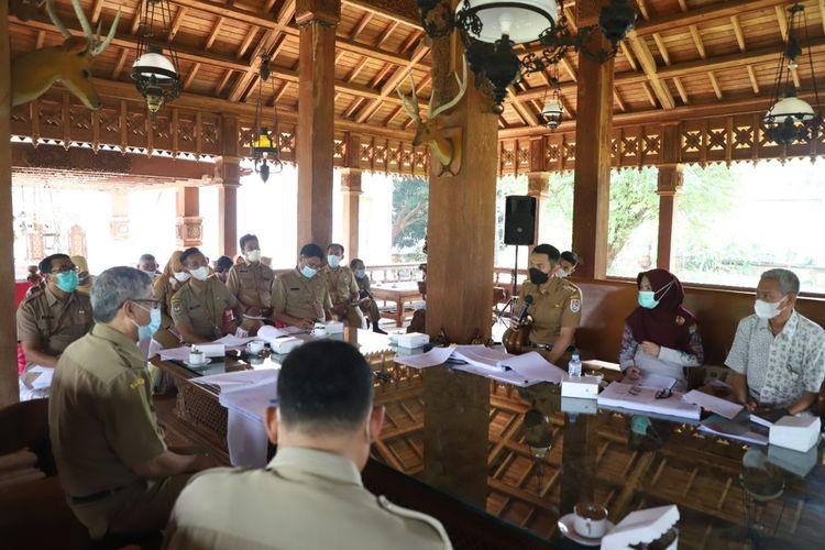 Bupati Tuban, Aditya Halindra Faridzky menggelar rapat koordinasi bersama OPD Kabupaten Tuban membahas program pembangunan ke depan.