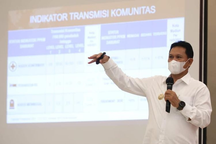 Wali Kota Madiun Maidi memberikan pembinaan kepada PKL guna mendongkrak ekonomi di wilayahnya.