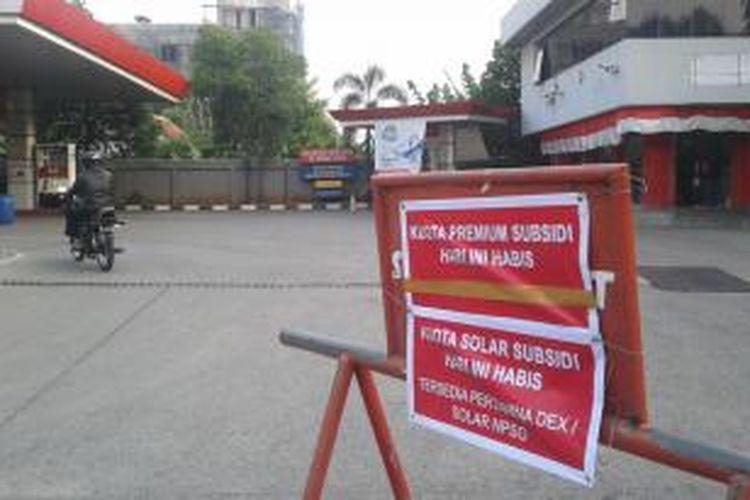 Stasiun Pengisian Bahan Bakar Umum (SPBU), di Jalan Enggano, Tanjung Priok, Jakarta Utara, mengalami kehabisan kuota bahan bakar minyak bersubsidi, Selasa (26/8/2014).