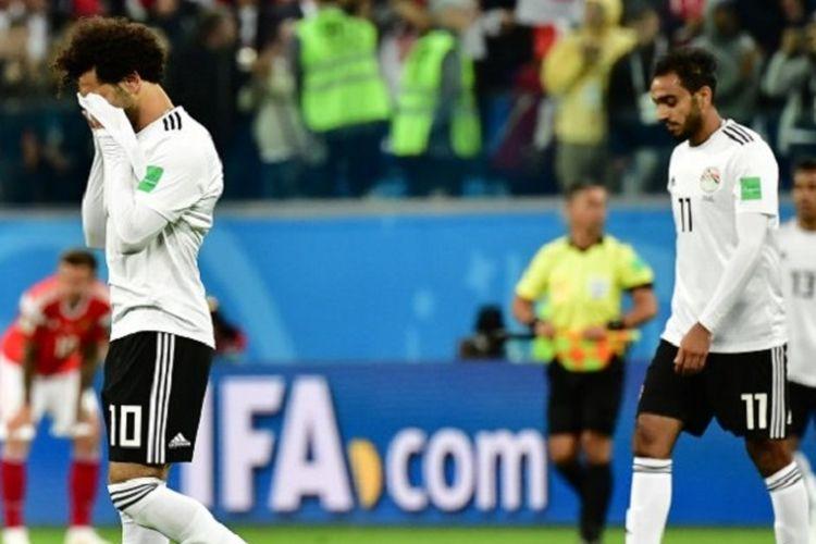 Mohamed Salah tampak menangi seusai Mesir kalah dari Rusia pada pertandingan Grup A Piala Dunia 2018 di St. Petersburg, 19 Juni 2018.