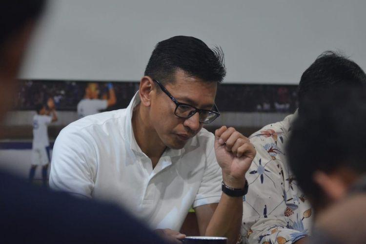 Direktur PT Persib Bandung Teddy Tjahyono saat ditemui di Graha Persib, Jalan Sulanjana, Jumat (26/10/2018) malam.