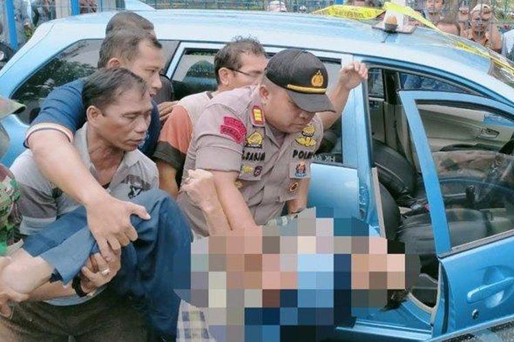 Seorang sopir taksi ditemukan meninggal dunia di dalam kendaraan di depan Perumahan Villa Pertiwi, Cilodong, Kota Depok, Jumat (31/1/2020).