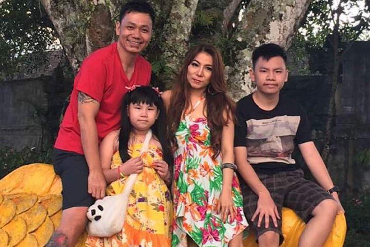 Kelurga Fransiscus Xaverius Ong (45) bersama anak dan istrinya. FX Ong nekat menembak mati anak serta istri lantaran diduga dipicu sol permasalahan rumah tangga.