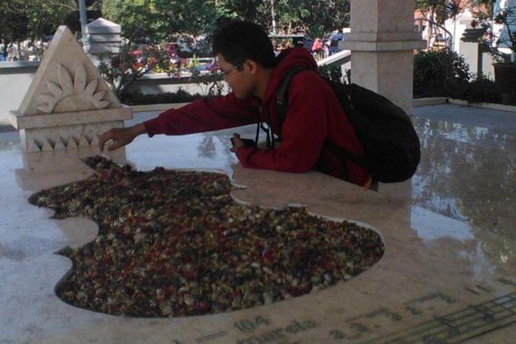 Makam pahlawan WR Supratman di Surabaya.