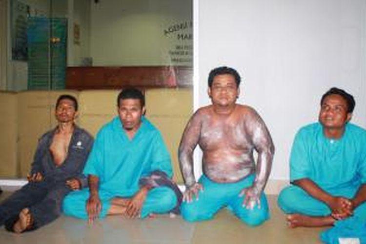 Empat orang WNI korban kapal tenggelam di perairan Johor, Malaysia yang ditemukan selamat. Sekitar 40 orang masih hilang.