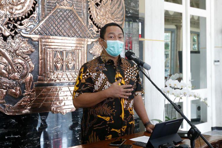 Wali Kota Semarang Hendrar Prihadi saat memberikan keterangan pers terkait aturan PPKM sesuai level yang akan diterapkan di wilayah ibu kota Jawa Tengah (Jateng), Senin (26/7/2021).