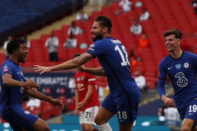 Olivier Giroud dalam laga semifinal Piala FA, Manchester United vs Chelsea di Wembley.