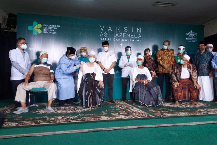Menkes Budi Gunadi Sadikin tunjau vaksinasi di kantor PWNU Jatim, Selasa (23/3/2021).