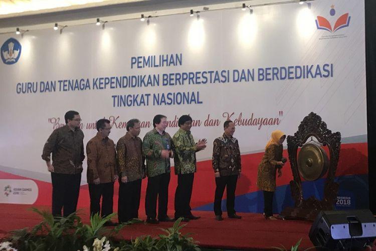 Acara pembukaan Pemilihan Guru dan Tenaga Kependidikan Berprestasi dan Berdedikasi tingkat nasional di Hotel Sahid Jakarta, Minggu (11/8/2018)