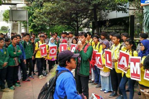 Mahasiswa UNJ Lakukan Aksi Tolak Reklamasi di Kemenko Maritim