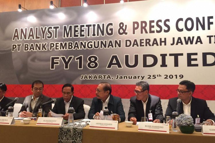 Jajaran Direksi PT Bank Pembangunan Daerah Jawa Timur (bankjatim) ketika memaparkan kinerja keuangan 2018, Jumat (25/1/2019).