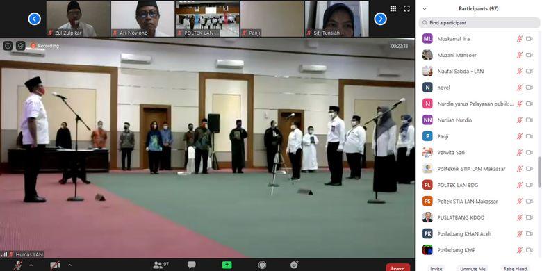 Suasana Upacara Pelantikan dan Pengambilan Sumpah Pejabat Administrator dan Pejabat Fungsional di lingkungan Lembaga Administrasi Negara (LAN) yang dilakukan melalui video conference, Jumat (29/5/2020).