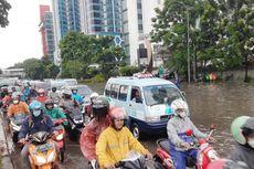 Hujan Lebat, Jalan DI Panjaitan Tergenang, Arus Lalu Lintas Tersendat