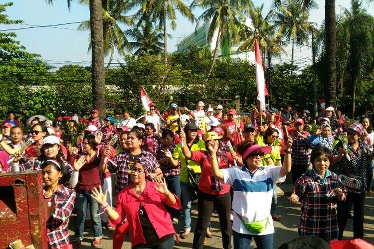 Massa relawan Ahok-Djarot lakukan Tarian Maumere jelang sidang vonis Ahok, Selasa (9/5/2017)