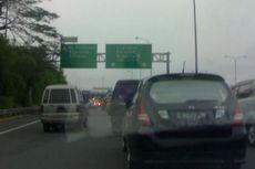 Mobil Mewah Terbakar Saat Melaju di Tol Jagorawi