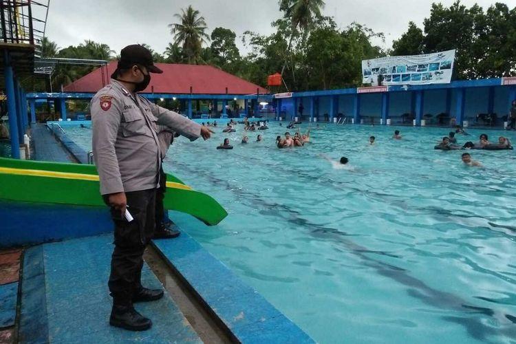 Polisi menyelidiki kasus tewasnya pelajar SD di kolam renang Alba Resort, Lubuk Alung, Minggu (21/3/2021)
