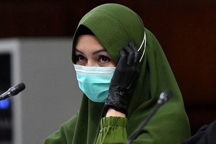 Terdakwa kasus dugaan suap dan gratifikasi pengurusan fatwa Mahkamah Agung (MA) Djoko Tjandra, Pinangki Sirna Malasari menjalani sidang lanjutan di Pengadilan Tipikor, Jakarta, Senin (9/11/2020). Dalam sidang tersebut Jaksa Penuntut Umum menghadirkan 2 orang saksi yakni terpidana kasus cessie Bank Bali Djoko Tjandra dan pengusaha Rahmat. ANTARA FOTO/Sigid Kurniawan/foc.