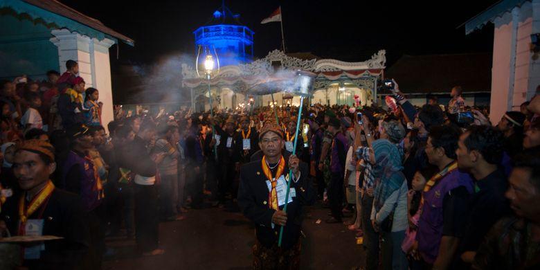 Kirab Pusaka atau Kirab Kebo Bule yang biasa dilaksanakan untuk merayakan pergantian Tahun Baru Islam atau Satu Suro di Kraton Surakarta, tahun ini ditiadakan, Rabu (19/8/2020).