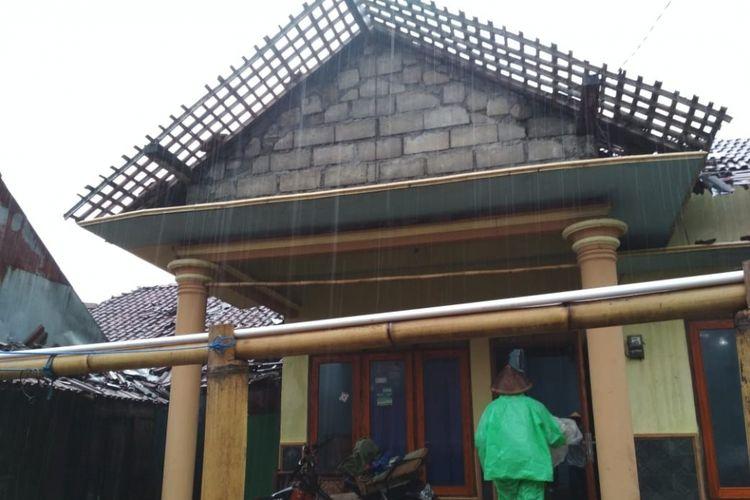 Rumah warga Desa Samiran, Kecamatan Selo, Boyolali, Jawa Tengah rusak diterjang angin topan pada Selasa (4/12/2018) sore.