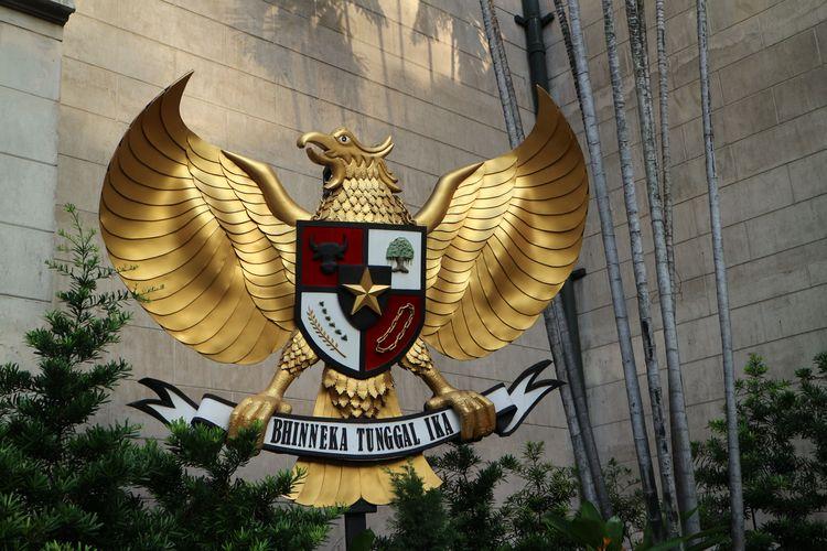 Patung Pancasila besar yang jadi lambang cinta Indonesia dan Pancasila di Gereja Katedral Jakarta
