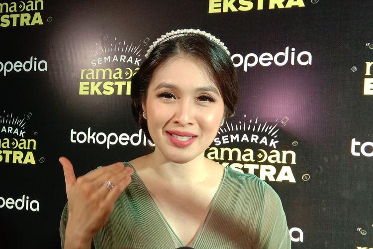 Sandra Dewi menghadiri acara Semarak Ramadan Ekstra Tokopedia di Istora GBK, Jakarta Pusat, Kamis (16/5/2019).