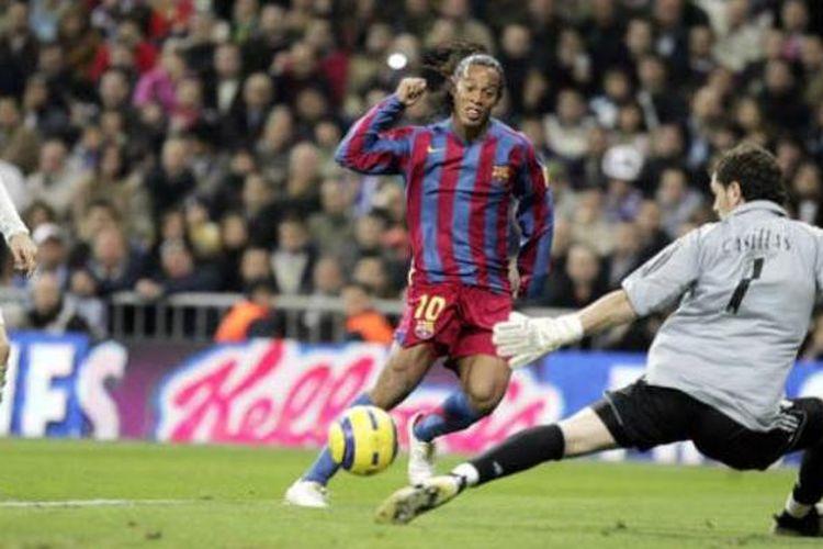 Ronaldinho mencetak gol ke gawang Iker Casillas setelah mengelabui Sergio Ramos di sisi kanan pertahanan Real Madrid. Ronaldinho menjadi pemain kedua yang menerima standing ovation di Stadion Santiago Bernabeu.