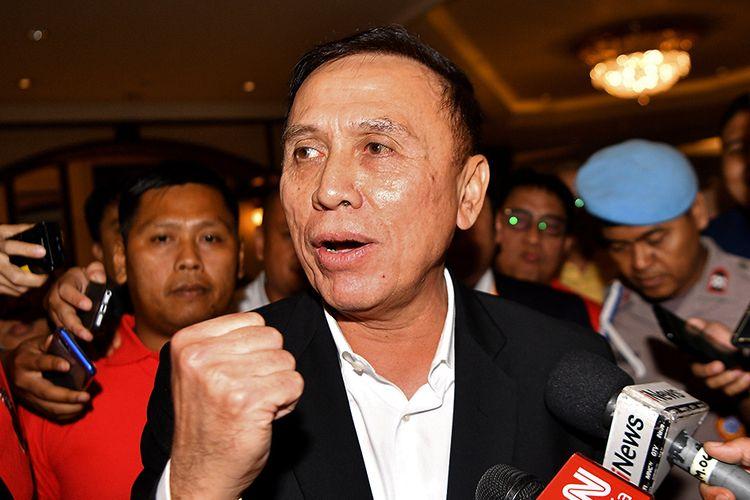 Ketua Umum PSSI terpilih Mochamad Iriawan memberikan keterangan pers saat jeda Kongres Luar Biasa (KLB) PSSI di Jakarta, Sabtu (2/11/2019). Pria yang akrab Iwan Bule itu terpilih menjadi ketua umum PSSI untuk periode 2019-2023 setelah meraih 82 suara dari 85 pemilik suara (voter).