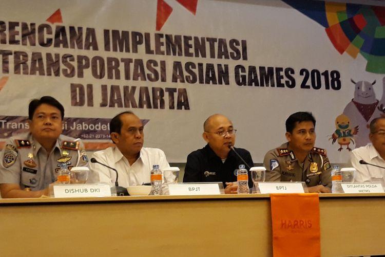Pihak Dinas Perhubungan DKI Jakarta, BPTJ, Dirlantas Pokda Metro Jaya, PUPR, dan Jasa Marga memberi keterangan kepada pers di Jakarta Selatan, Kamis (26/7/2018), tentang penutupan 19 pintu tol pada jam-jam tertentu selama Asian Games 2018.