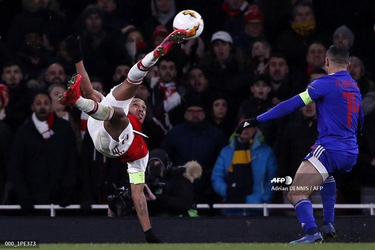 Penyerang Arsenal, Pierre-Emerick Aubameyang, mencetak gol pada laga leg kedua babak 32 besar Liga Europa kontra Olympakos di Stadion Emirates, London, pada 27 Februari 2020.