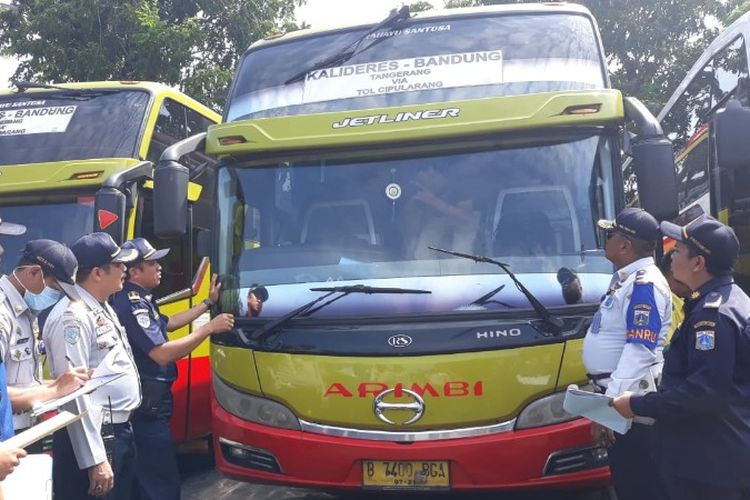 97 bus antar kota jalani ramp check atau pemeriksaan kelaikan jalan jelang libur lebaran pada Selasa (22/5/2018).
