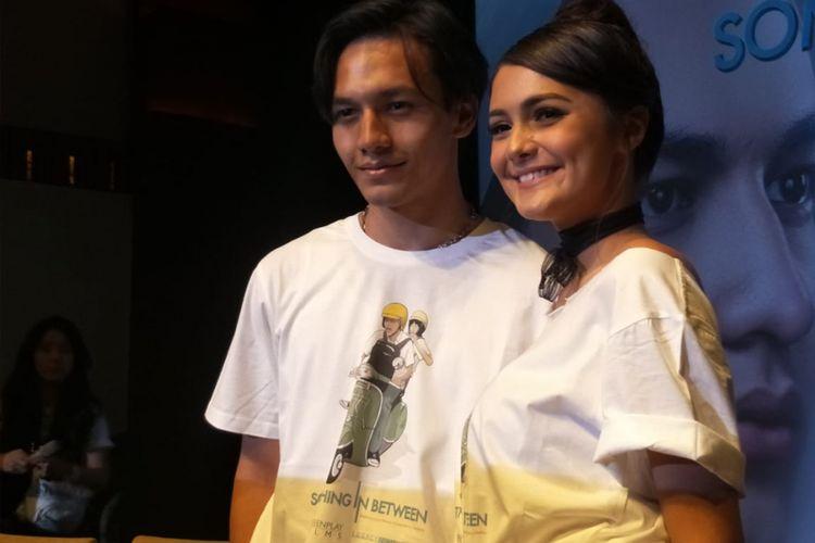 Jefri Nichol dan Amanda Rawles saat jumpa pers dan screening film Something In Between di Plaza Senayan, Jakarta Pusat, Jumat (21/9/2018).