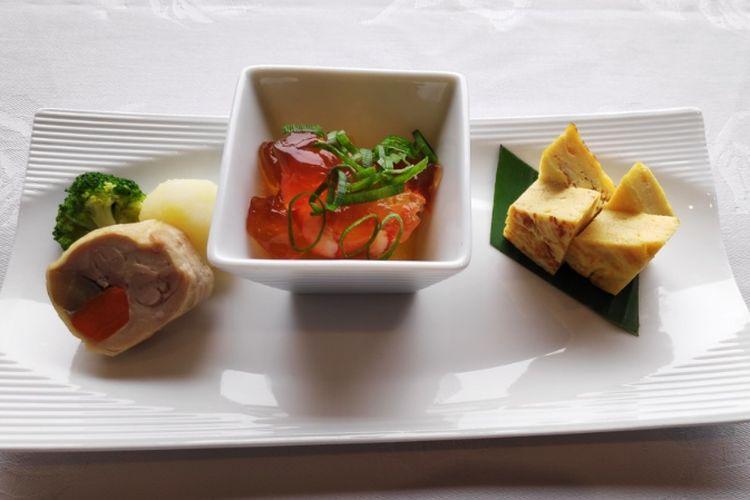 Refreshment atau makanan pembuka ringan di Japan Airlines rute Cengkareng-Narita.