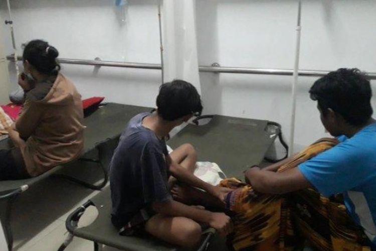 Korban keracunan saat mendapat perawatan di RSUD Sumedang.
