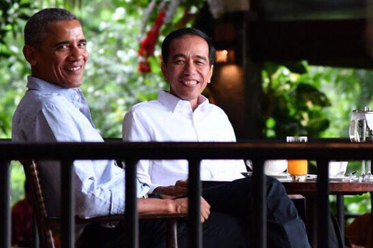 Presiden Joko Widodo dan Barack Obama, presiden ke-44 Amerika Serikat di Grand Garden Cafe, kawasan Kebun Raya Bogor, Jumat (30/6/2017).