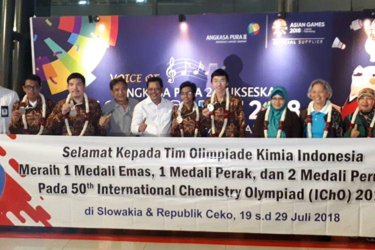 Tim Olimpiade Kimia Indonesia peraih medali di ajang IChO ke-50 di Republik Ceko telah tiba di tanah air dan disambut jajaran Kemendikbud (30/7/208)