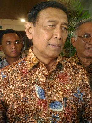 Menteri Koordinator Bidang Politik, Hukum, dan Keamanan (Menko Polhukam) Wiranto di kantor pusat PT. Adhi Karya, Pasar Minggu, Jakarta Selatan, Jumat (26/4/2019).