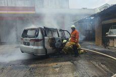 Mobil Terbakar di Kawasan Ceger, Berawal dari Mesin yang Meledak