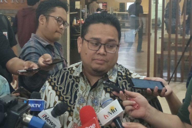 Komisioner Badan Pengawas Pemilihan Umum (Bawaslu) Rahmat Bagja dalam sebuah diskusi di media center, Kompleks Parlemen, Senayan, Jakarta, Kamis (21/2/2019).
