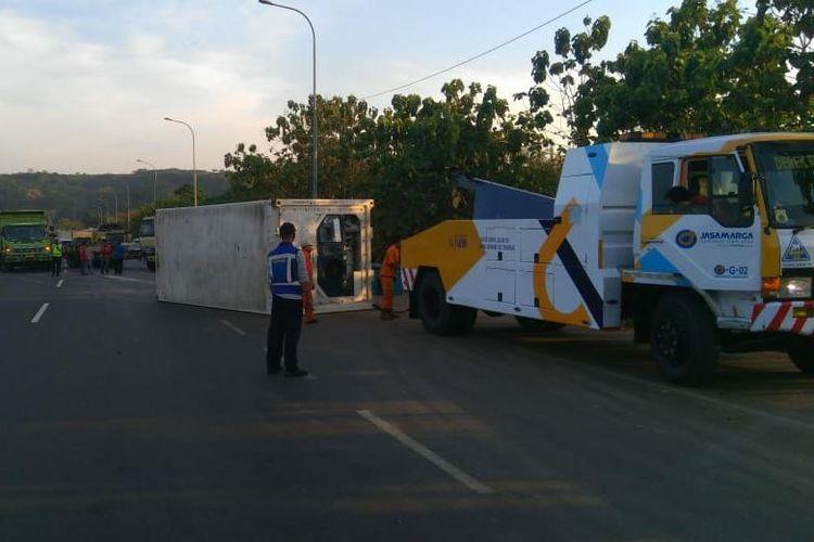 Pengalihan arus lalu lintas di Jalan Tol Cipularang.