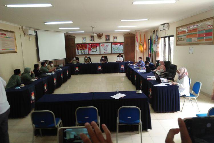 Komisoner KPU Bandar Lampung menggelar rapat konsultasi internal dengan KPU Provinsi Lampung, Kamis (7/1/2021) terkait putusan Bawaslu Lampung.