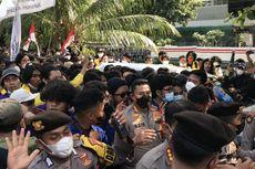 Demo Memanas Lagi, Massa Mahasiswa Merangsek Dekati Gedung KPK, Polisi Buat Barikade