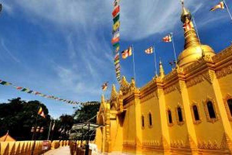 Pagoda Taman Alam Lumbini di Berastagi, Kabupaten Karo, Sumatera Utara.