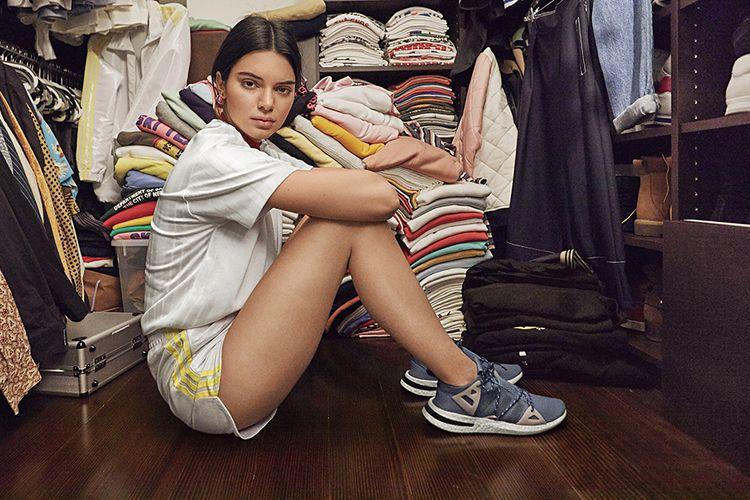 Kendall jenner dengan Adidas Arkyn