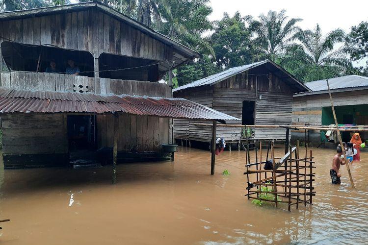 Rumah terendam banjir di Desa Lae Reban, Kecamatan Simpang Kanan, Aceh Singkil, Senin (1/9/2020)