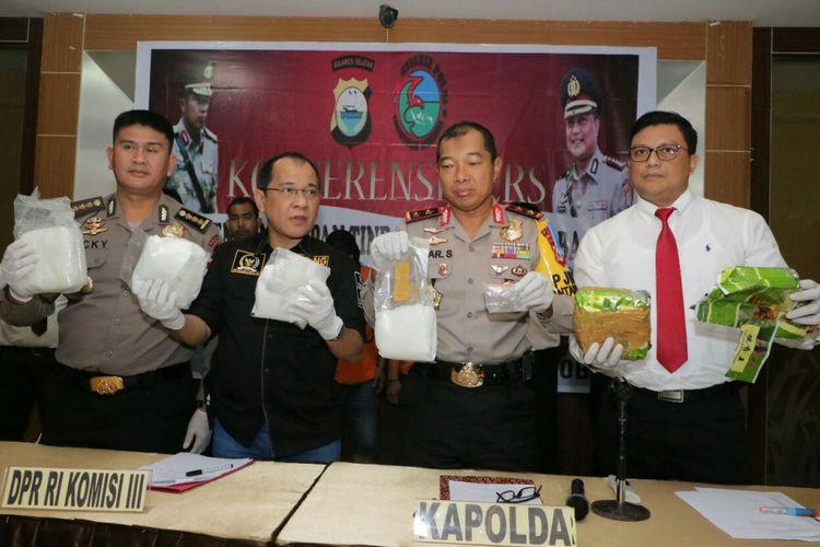 Polda Sulsel mengekspos pengungkapan kasus pemasok narkoba di beberapa lapas di Indonesia, Senin (30/4/2018).