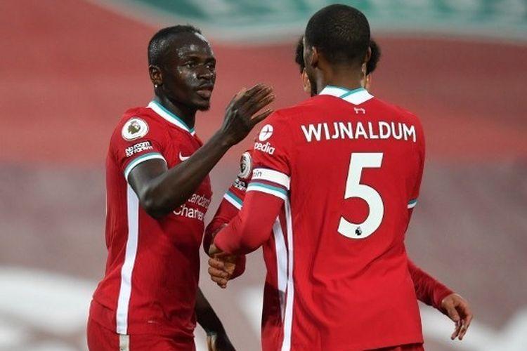 Sadio Mane (kiri) merayakan golnya pada laga pekan ke-35 Liga Inggris yang mempertemukan Liverpool vs Southampton di Stadion Anfield pada Minggu (9/5/2021) dini hari WIB.