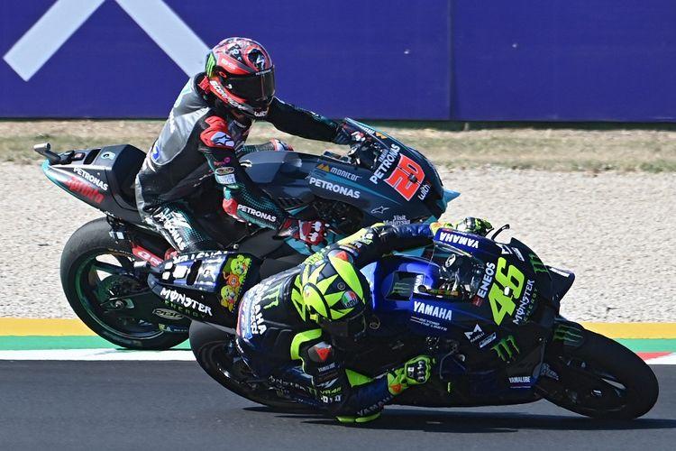 Valentino Rossi saat berlaga di MotoGP Misano. (Photo by ANDREAS SOLARO / AFP)