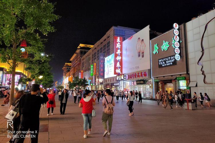 Ilustrasi: Salah satu sudut Kota Beijing di malam hari.