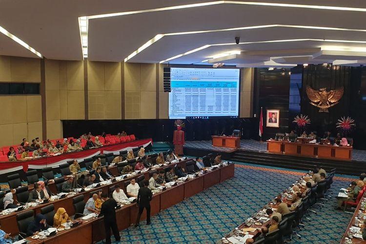 Suasana rapat anggaran DPRD DKI Jakarta di ruang rapat paripurna, Jalan Kebon Sirih, Jakarta Pusat, Selasa (26/11/2019)