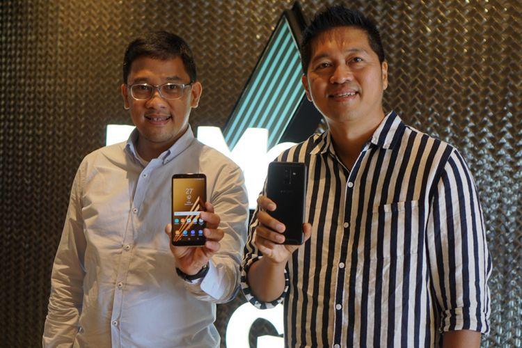 Denny Galant Head of Product Marketing IM Business dan IM Marketing Director Samsung Electronics Indonesia Jo Semidang (kanan) dalam sesi wawancara usai peluncuran smartphone Galaxy A6 dan Galaxy A6 Plus di Uluwatu, Bali, Selasa (8/5/2018).